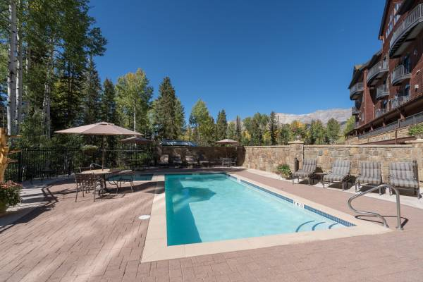 Heated Pool & Hot Tubs